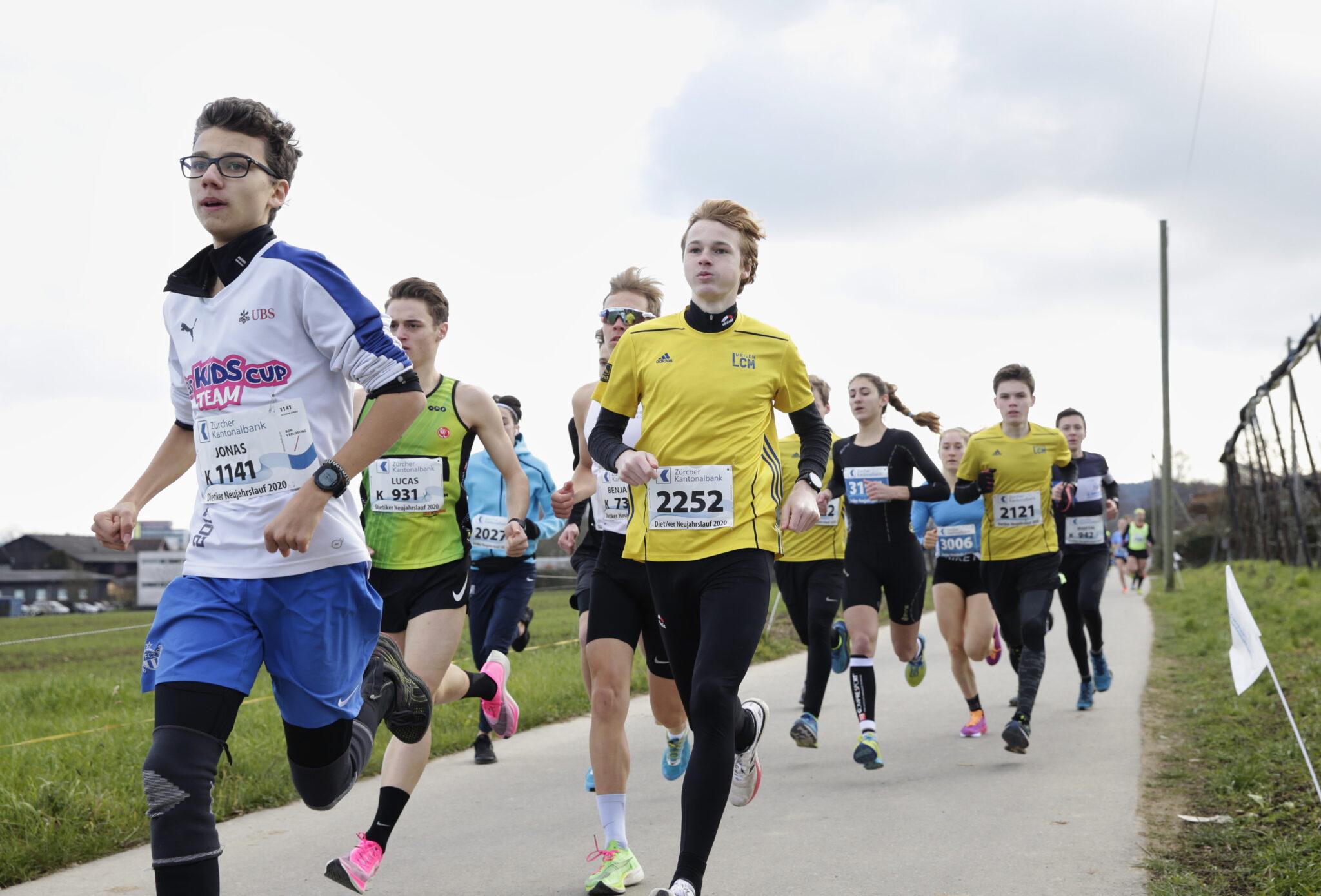 Fokussiert auf die Strecke: Cyrill Rüttimann vor Yannik und Morris Deiss
